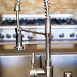 Wasserhähne Küche Silber Kche Wasserhahn Stockfoto Mit Insel Rustikal Edelstahlküche Gebraucht Tresen Mini Mischbatterie Lüftung Bodenfliesen Modern Weiss Küche Wasserhähne Küche