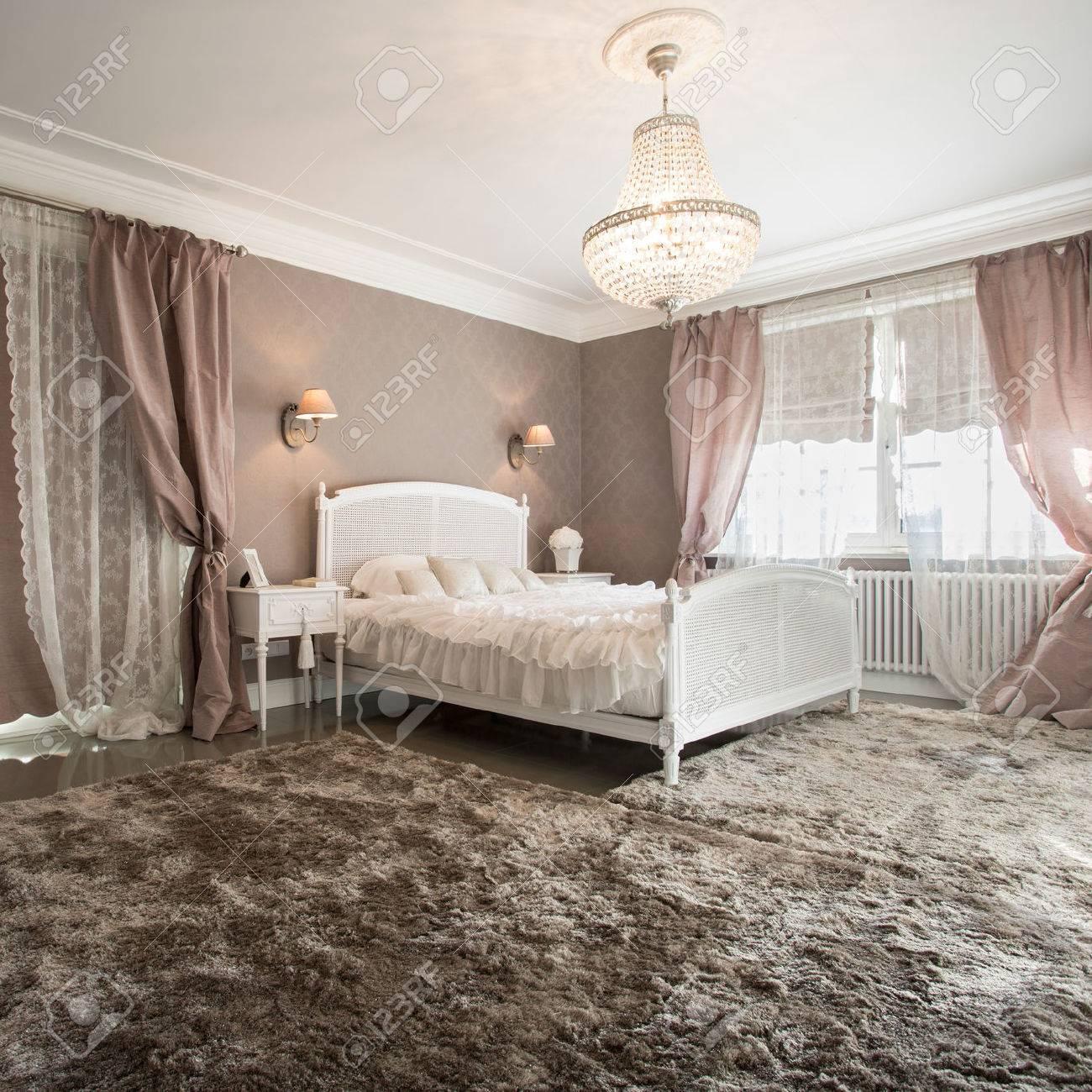 Full Size of Teppich Schlafzimmer Romantische Schnheit Inter Mit Weichen Rauch Truhe Bad Komplettangebote Vorhänge Für Küche Lampe Klimagerät Sessel Steinteppich Schlafzimmer Teppich Schlafzimmer