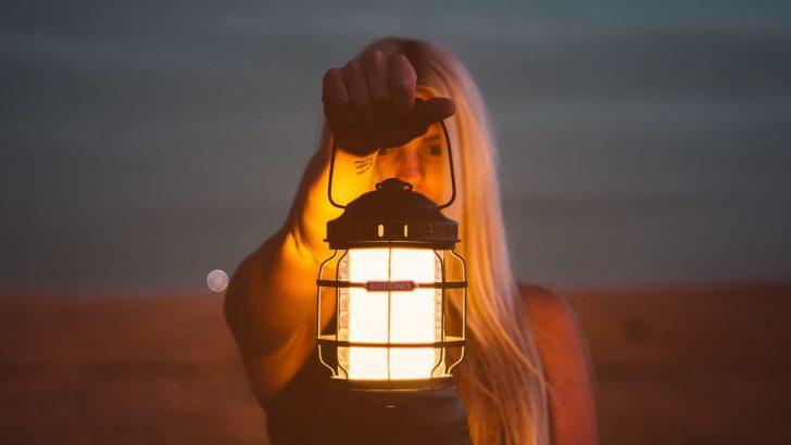 Medium Size of Lampe Schlafzimmer 6 Tipps Massivholz Kronleuchter Wohnzimmer Stehlampe Schimmel Im Eckschrank Deckenlampe Esstisch Wandlampe Kommoden Bad Romantische Weiss Schlafzimmer Lampe Schlafzimmer