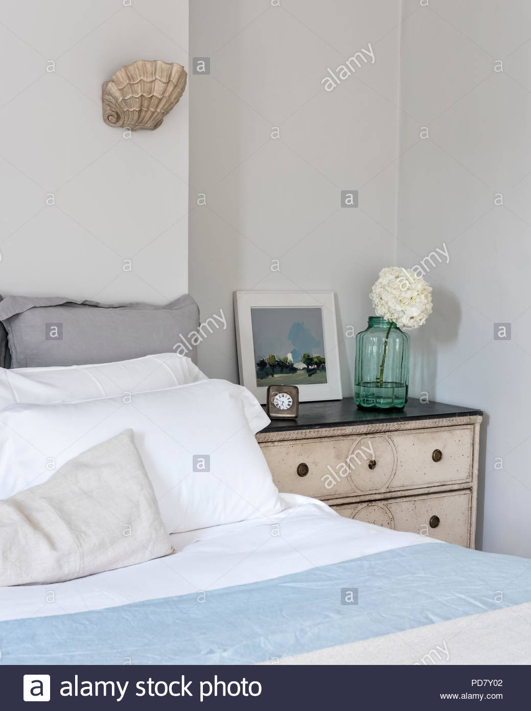 Full Size of Elegantes Schlafzimmer Mit Fensterlden Und Jakobsmuschel Komplett Massivholz Wandlampe Weißes Schrank Sessel Rauch Wandtattoos Regal Kommoden Deckenleuchte Schlafzimmer Wandleuchte Schlafzimmer