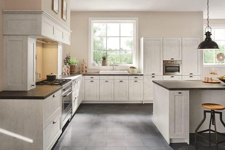 Medium Size of Landhausküche Landhauskche Mit Wei Gebeizten Holzfronten Moderne Weisse Weiß Grau Gebraucht Küche Landhausküche
