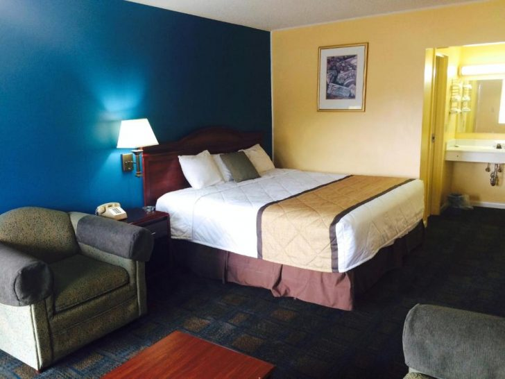 Medium Size of Kingsize Bett Duffys Motel Calhoun Offizielle Webseite Motels In Boxspring Hohes Kopfteil Betten Für Teenager Luxus Minion Ausziehbares übergewichtige Bett Kingsize Bett