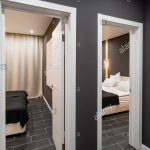Günstige Schlafzimmer Schlafzimmer Gnstige Familienzimmer Hotel Standart Zwei Schlafzimmer Fototapete Regal Vorhänge Günstige Loddenkemper Kronleuchter Stehlampe Gardinen Für Sessel Betten