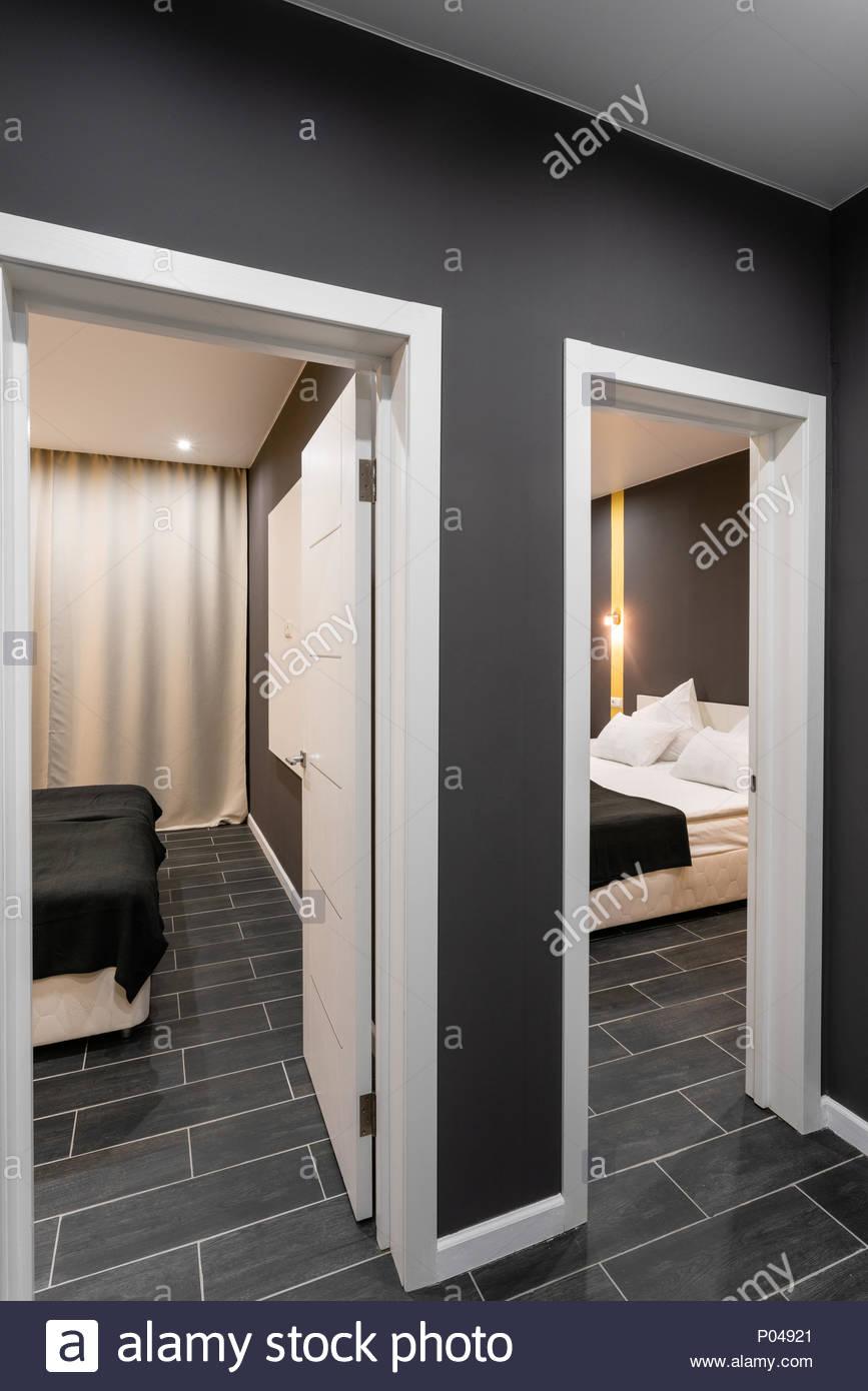 Full Size of Gnstige Familienzimmer Hotel Standart Zwei Schlafzimmer Fototapete Regal Vorhänge Günstige Loddenkemper Kronleuchter Stehlampe Gardinen Für Sessel Betten Schlafzimmer Günstige Schlafzimmer