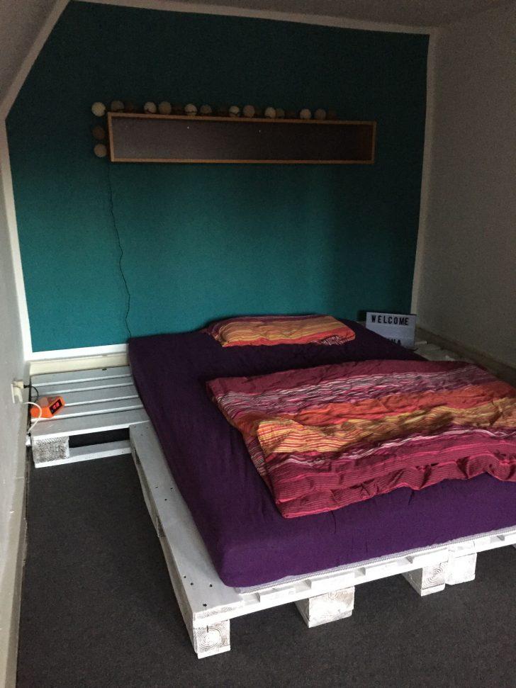 Medium Size of Paletten Bett 140x200 Palettenbett Aus 4 Sowie Eine Matratze Cm Nolte Betten Außergewöhnliche Ohne Füße Weiß 90x200 Mit Schubladen Schrank 160 Bett Paletten Bett 140x200