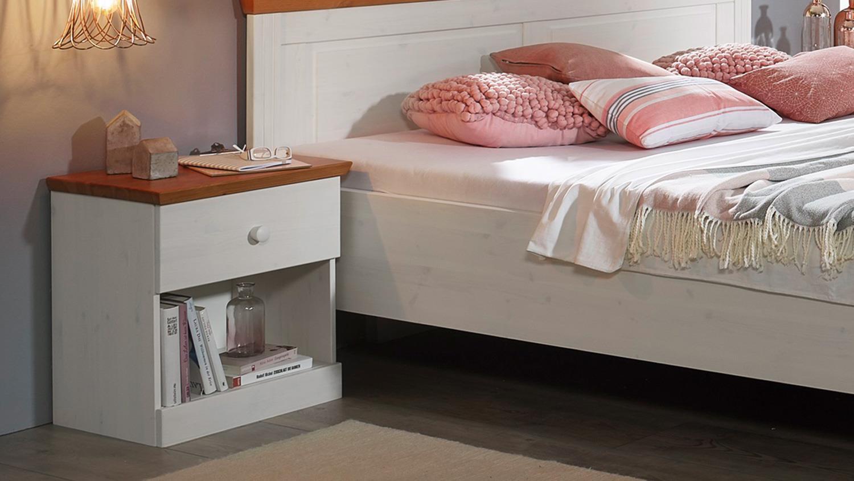 Full Size of Landhausstil Schlafzimmer Genia 4 Teiliges Set Kiefer Massiv Wei Tapeten Günstig Komplett Kronleuchter Wohnzimmer Betten Wiemann Truhe Küche Weißes Schlafzimmer Schlafzimmer Landhausstil