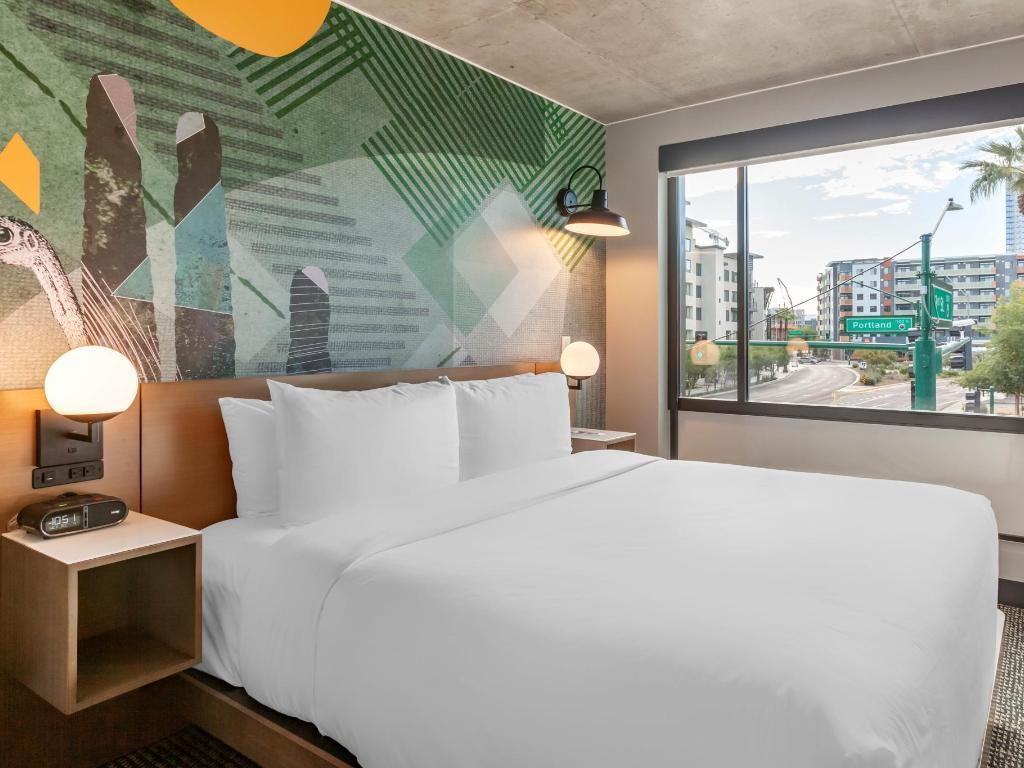 Full Size of 1 King Bett Cambria Hotel Downtown Phoenix Modernes 180x200 Vintage Wand Günstige Betten Mit Gepolstertem Kopfteil Xxl München Balken Niedrig 140 X 200 Bett Kingsize Bett
