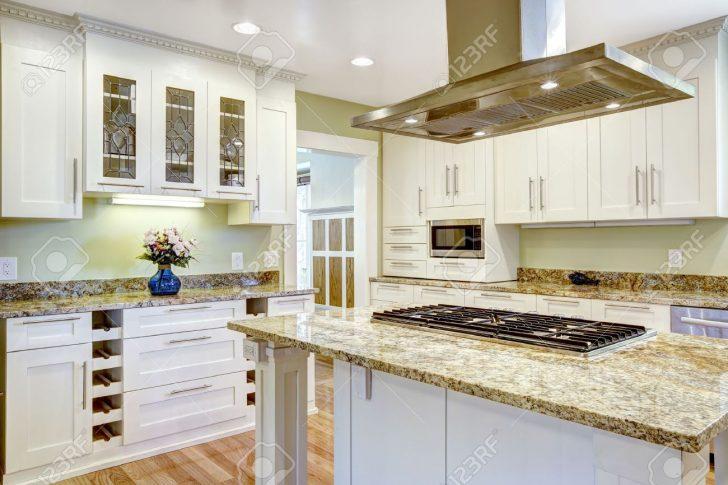 Medium Size of Granitplatten Küche Und Praktische Kche Raumgestaltung Wei Schrank Mit Nobilia Billig Doppelblock Wandbelag Inselküche Abverkauf U Form Singelküche Küche Granitplatten Küche