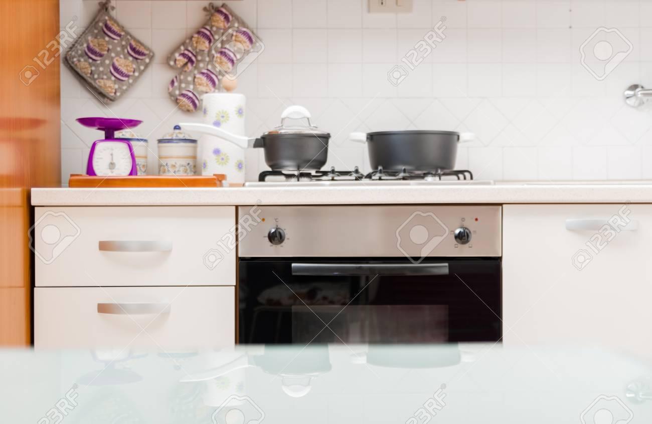 Full Size of Tresen Küche Kche Interieur Mit Kochtpfen Auf Gasherd Eckküche Elektrogeräten Rosa Billig L Kochinsel Wasserhahn Für Einbauküche Ohne Kühlschrank Küche Tresen Küche