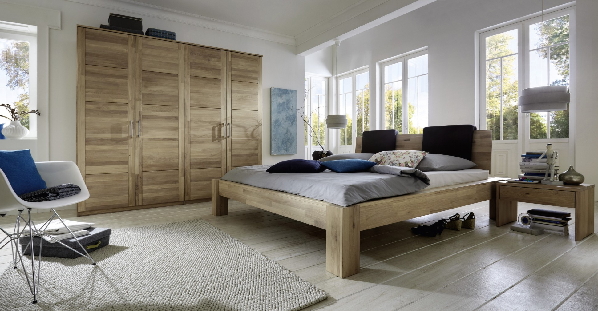 Full Size of Massivholz Schlafzimmer Naturbelassene Massivholzbetten Massivholzschlafzimmer In Mit überbau Günstige Sitzbank Stuhl Sessel Stehlampe Komplett Vorhänge Schlafzimmer Massivholz Schlafzimmer