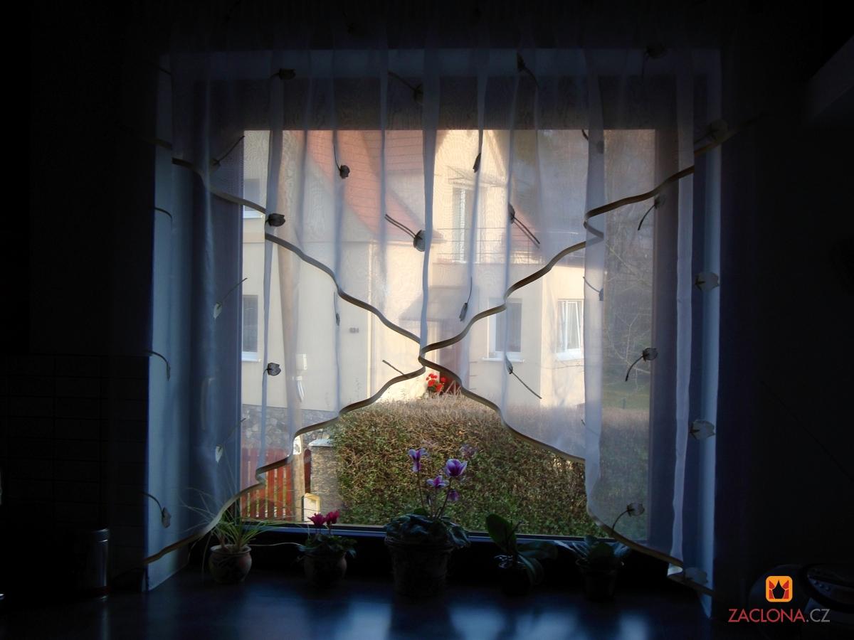 Full Size of Gardinen Für Die Küche Feinen Mit Muster Als Effektvolle Fensterdekoration Müllschrank Weiße Kräutertopf Sitzecke Stengel Miniküche Fliesen Dusche Küche Gardinen Für Die Küche