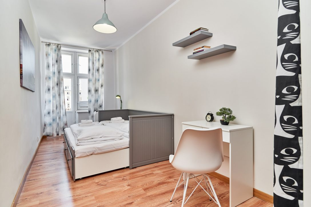 Large Size of Wohnung Wizienna 16 8 Im Breslau Gardinen Schlafzimmer Liegestuhl Garten Kommoden Wandleuchte Mit überbau Schaukelstuhl Komplett Günstig Günstige Schlafzimmer Stuhl Für Schlafzimmer