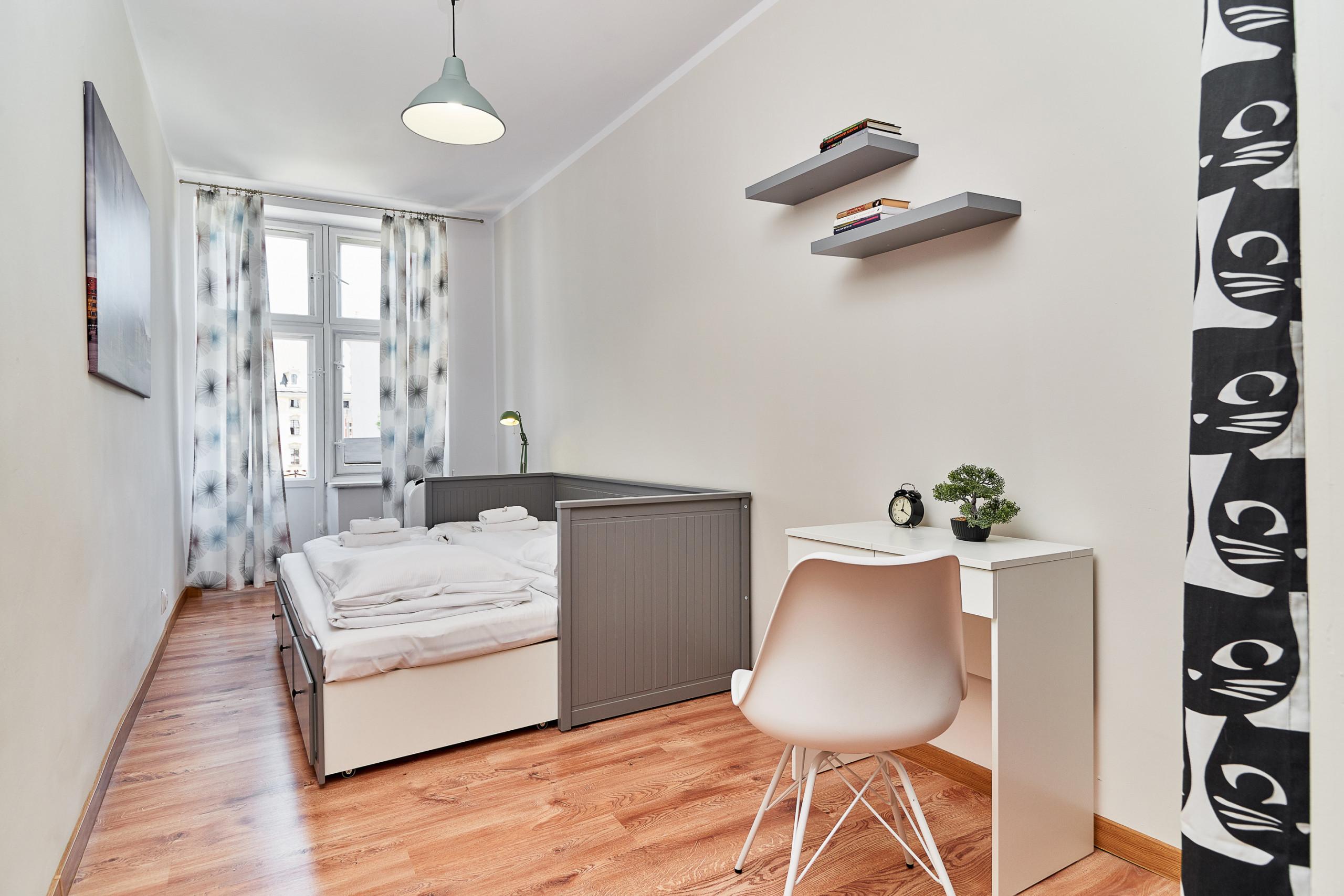 Full Size of Wohnung Wizienna 16 8 Im Breslau Gardinen Schlafzimmer Liegestuhl Garten Kommoden Wandleuchte Mit überbau Schaukelstuhl Komplett Günstig Günstige Schlafzimmer Stuhl Für Schlafzimmer