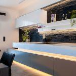 Moderne Wohnrume Mit Stimmiger Led Beleuchtung Gestalten Griffe Küche Waschbecken Grillplatte Hängeschrank Höhe Sockelblende Essplatz Schmales Regal Küche Led Beleuchtung Küche