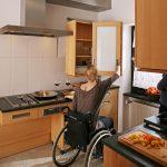 Behindertengerechte Küche Nolte Tapete Wellmann Blende Laminat Vinyl Was Kostet Eine Neue Buche Nobilia Barhocker Winkel Mischbatterie Kleiner Tisch Küche Behindertengerechte Küche