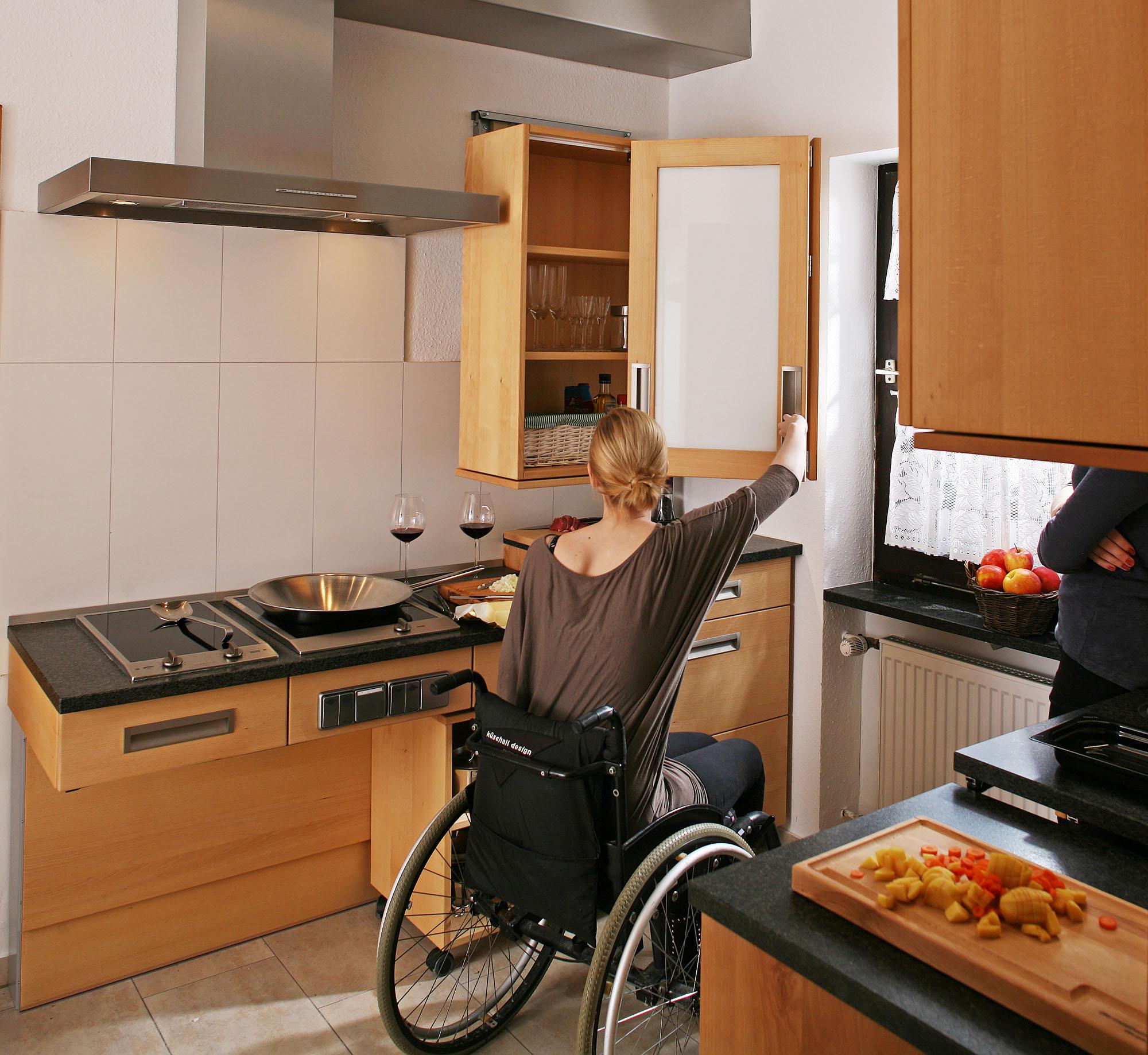 Full Size of Behindertengerechte Küche Nolte Tapete Wellmann Blende Laminat Vinyl Was Kostet Eine Neue Buche Nobilia Barhocker Winkel Mischbatterie Kleiner Tisch Küche Behindertengerechte Küche
