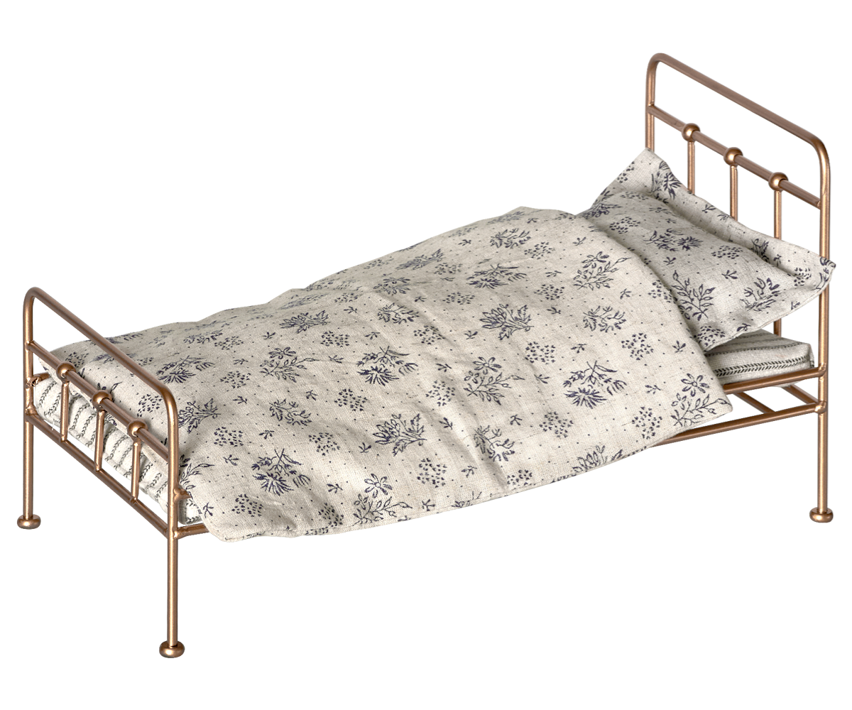 Full Size of Maileg Bett Puppenbett Gold Bed Metallbett Gr M Skandinavisch Regal Metall Weiß Schwebendes Tojo V 160x200 Mit Lattenrost Und Matratze Jabo Betten 90x200 Bett Metall Bett