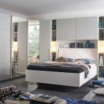 Schlafzimmer Mit überbau Lifestyle4living Komplett Set In Wei Und Grau Bett 160x200 Lattenrost Matratze Esstisch 4 Stühlen Günstig 2 Sitzer Sofa Schlafzimmer Schlafzimmer Mit überbau
