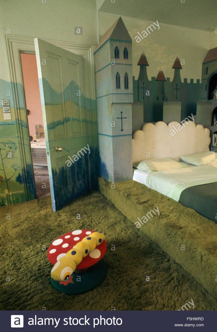 Medium Size of Wandbilder Schlafzimmer Grner Teppich In Siebziger Jahre Mit Einem Trompe L Burg Set Matratze Und Lattenrost Kommode Gardinen Komplettes Komplett Massivholz Schlafzimmer Wandbilder Schlafzimmer