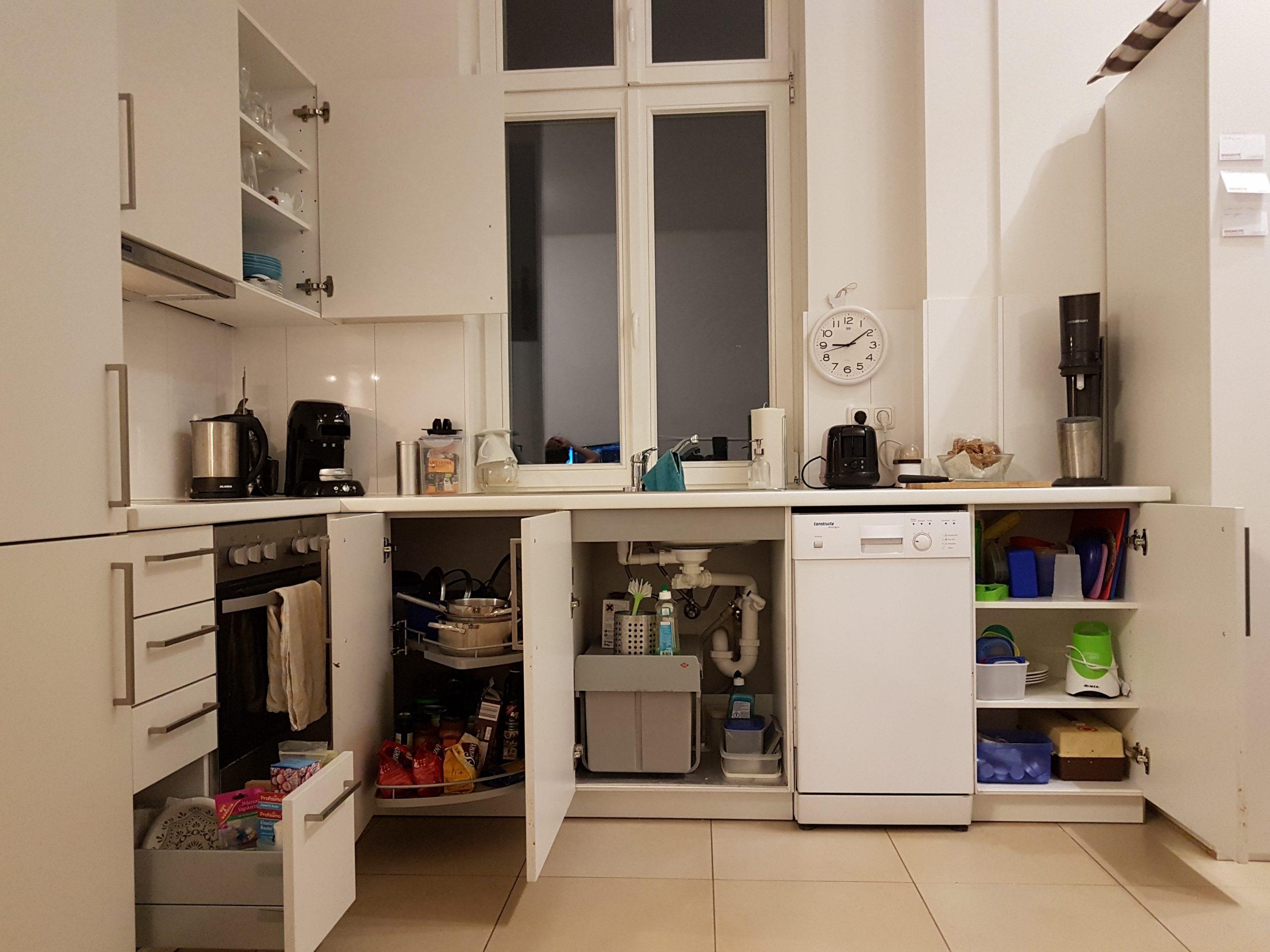 Full Size of Vorratsschrank Küche Kche Und Wohnzimmer Nach Konmari Deckenleuchten Eckschrank Raffrollo Modulküche Günstig Kaufen Was Kostet Eine Neue Mit Theke Küche Vorratsschrank Küche
