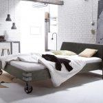 Massivholzbett Mit Rollen Im Industrial Design Tornio Bett Betten.de