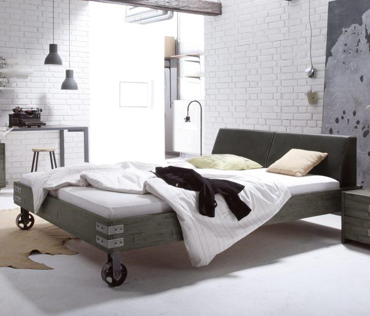 Medium Size of Massivholzbett Mit Rollen Im Industrial Design Tornio Bett Betten.de