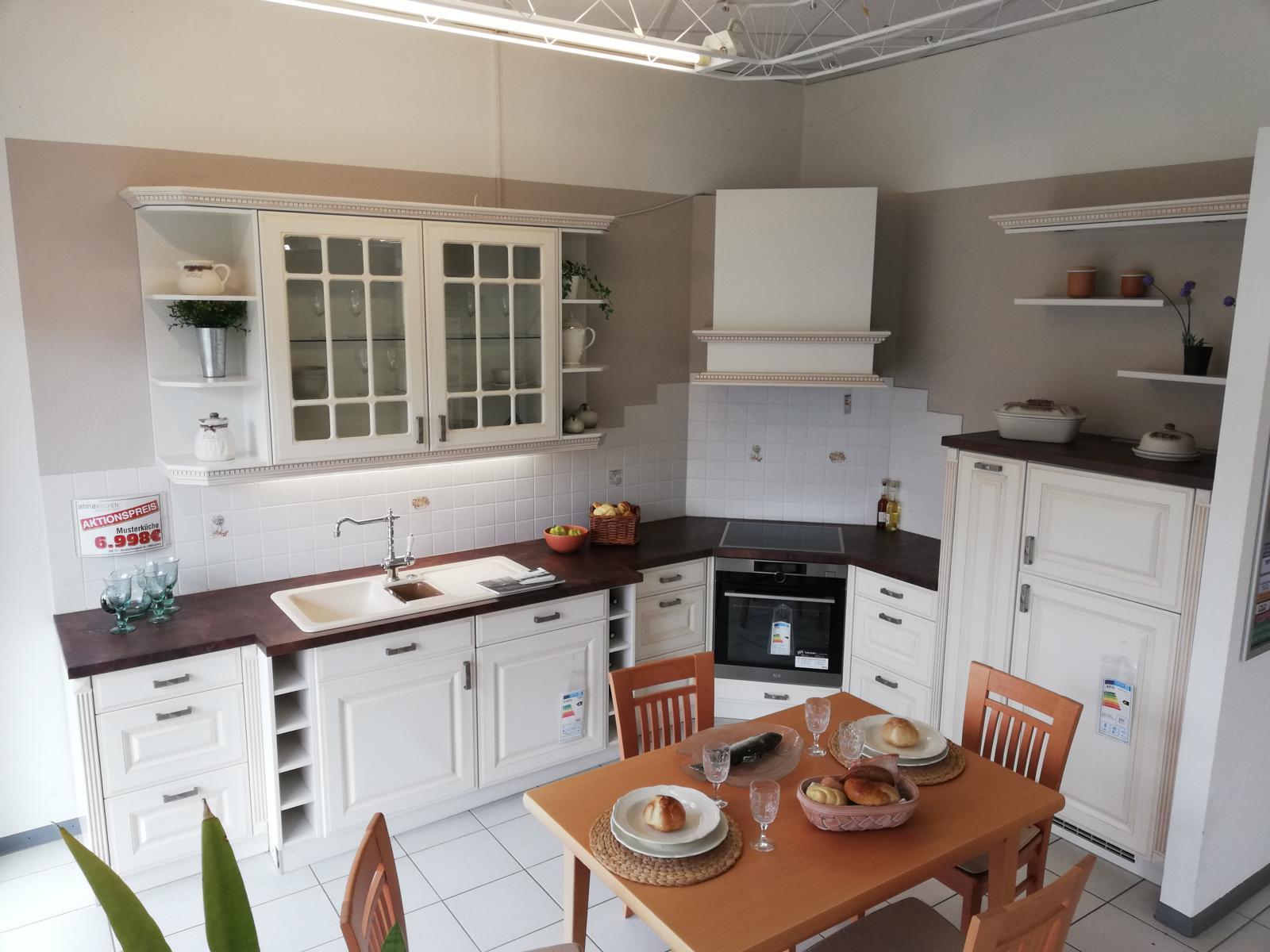 Full Size of Landhausküche Musterkchen Landhauskche Mit Lackierten Rahmenfronten Modell Moderne Weiß Gebraucht Grau Weisse Küche Landhausküche