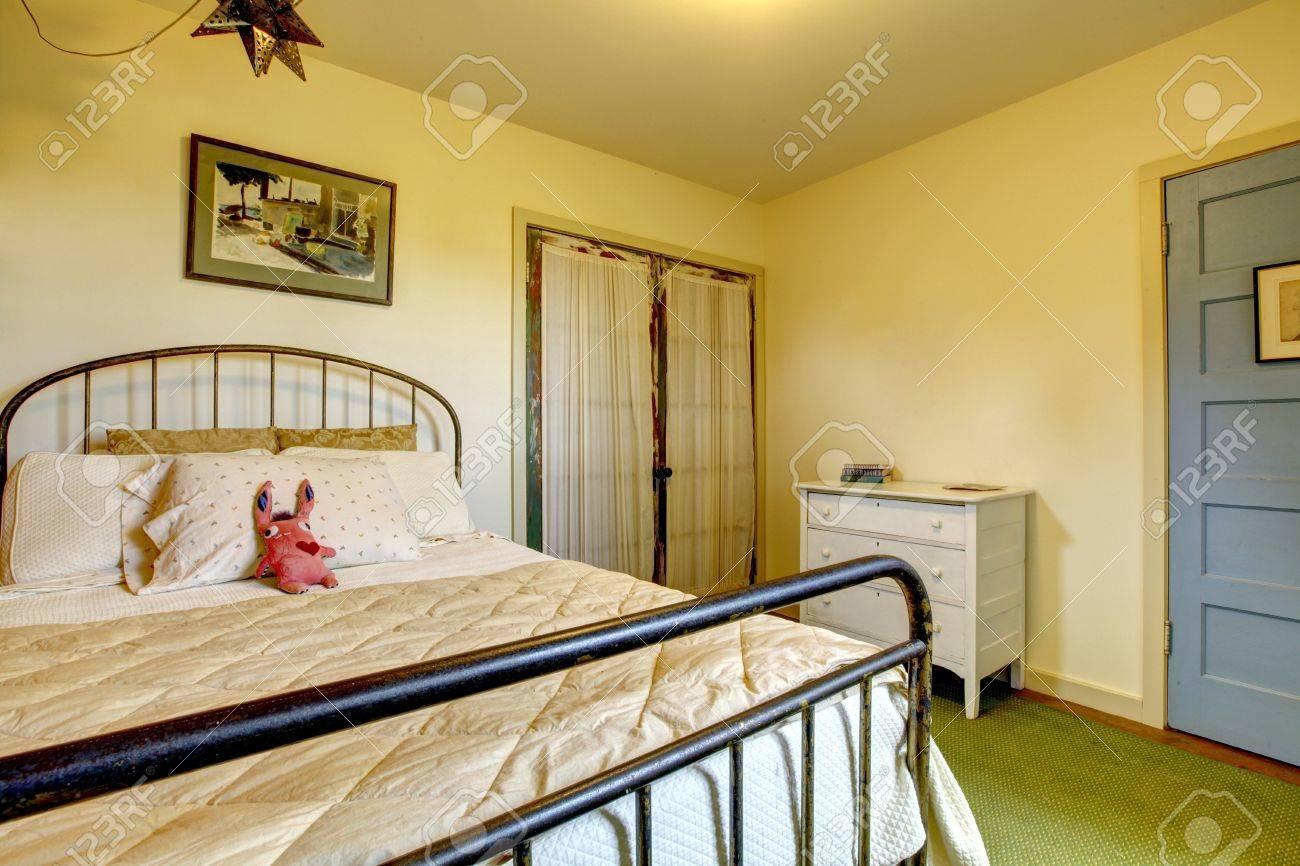 Full Size of Schlafzimmer Landhaus Betten Fenster Wandtattoos Vorhänge Led Stuhl Für Landhausküche Gebraucht Stehlampe Wiemann Sessel Sofa Landhausstil Komplettes Schlafzimmer Schlafzimmer Landhaus