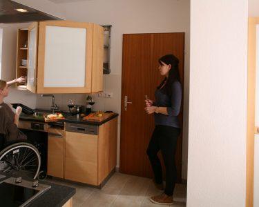 Behindertengerechte Küche Küche Barrierefreie Kche Aus Massivholz Fr Rollstuhlfahrer Die Abfalleimer Küche Industriedesign Vinyl Obi Einbauküche Apothekerschrank Niederdruck Armatur Nolte