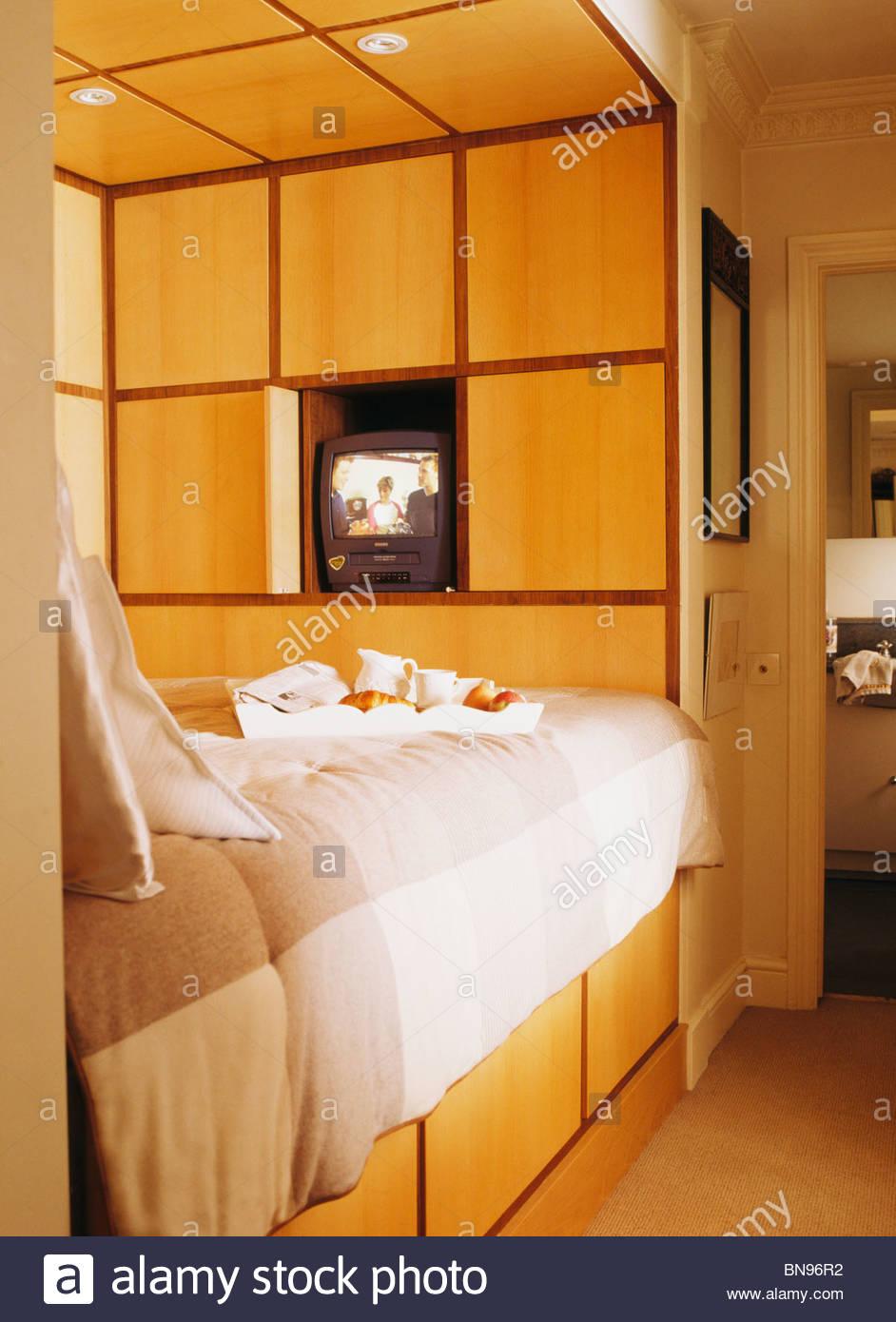 Full Size of Bett Platzsparend Kleine Platzsparende Moderne Schlafzimmer Mit Einbaubett Liegehöhe 60 Cm Ebay Betten 180x200 Selber Zusammenstellen Stauraum 200x200 Massiv Bett Bett Platzsparend