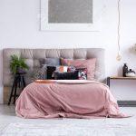 Regal Schlafzimmer Schlafzimmer Kupfer Telefon Und Zubehr Auf Regal Im Huslichen Schlafzimmer Regale Obi Babyzimmer Kisten Sessel Für Kleidung Weiß Holz Wein Metall Landhausstil