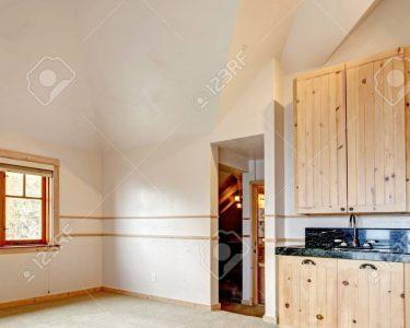Küche Hängeschrank Höhe Küche Küche Hängeschrank Höhe Helle Leere Kche Zimmer Mit Wasserhahn Laminat Für Vorratsschrank Bett Liegehöhe 60 Cm Kurzzeitmesser Holz Weiß Komforthöhe