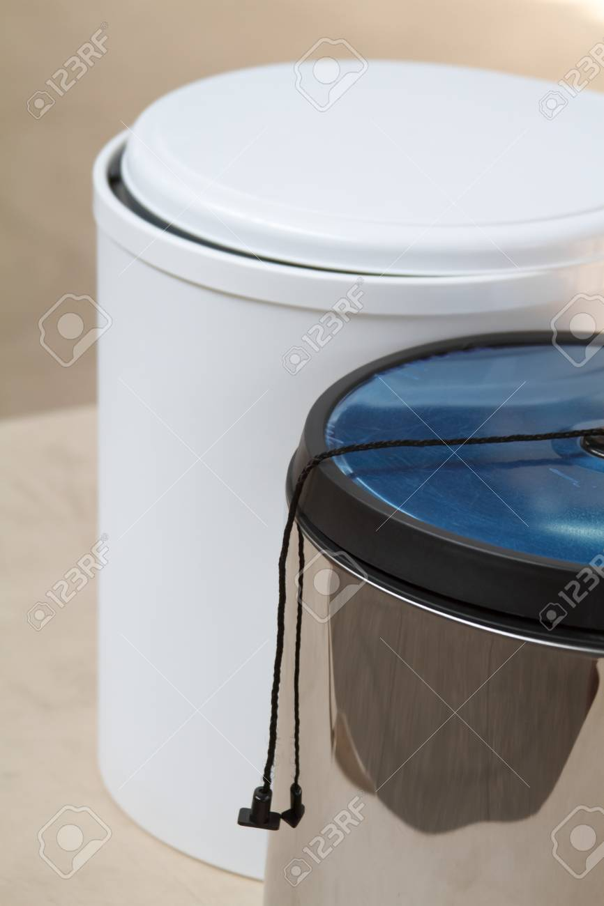 Full Size of The Trash Can. Trash Can For The Kitchen Or Office. Furniture Accessories. Küche Abfalleimer Küche