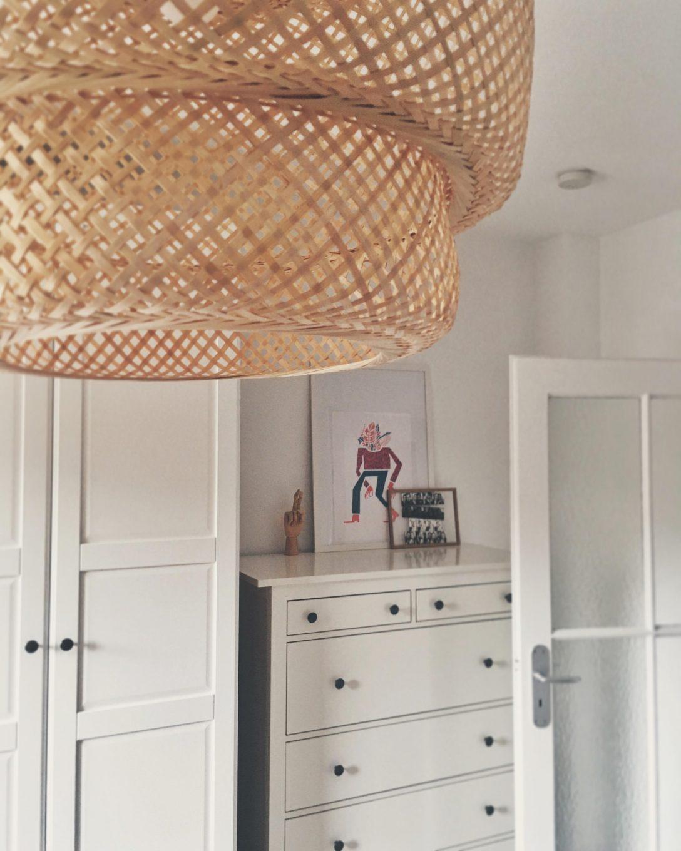 Large Size of Schlafzimmer Deckenlampe Groe Und Kleine Galerieecke Im Schlafzi Gardinen Mit überbau Lampe Deckenleuchte Klimagerät Für Kommode Weiß Tapeten Set Schlafzimmer Schlafzimmer Deckenlampe