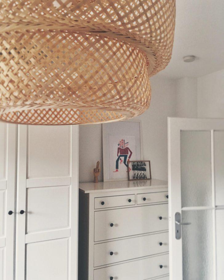 Medium Size of Schlafzimmer Deckenlampe Groe Und Kleine Galerieecke Im Schlafzi Gardinen Mit überbau Lampe Deckenleuchte Klimagerät Für Kommode Weiß Tapeten Set Schlafzimmer Schlafzimmer Deckenlampe