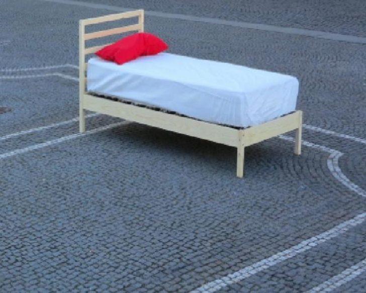 Medium Size of Betten Auf Der Strae Nickerchen Unter Freiem Himmel Altstadt Günstig Kaufen Aus Holz Schramm Rauch 140x200 Düsseldorf Boxspring Ausgefallene Ohne Kopfteil Bett Betten München