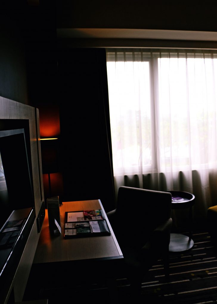 Medium Size of Kostenlose Bild Architektur Weißes Schlafzimmer Komplett Günstig Kommoden Betten Teppich Komplette Mit überbau Wandbilder Deckenleuchte Sessel Schlafzimmer Schlafzimmer Stuhl