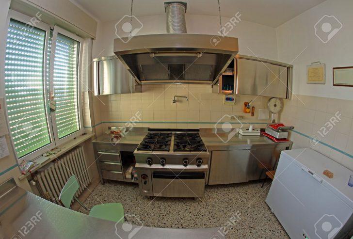 Medium Size of Stainless Steel Kitchen For Preparing Meals Of The Children In T Küche Industrie Küche
