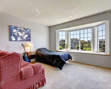 Schlafzimmer Sessel Schlafzimmer Schlafzimmer Sessel Mit Groem Fenster Und Kleines Bett Stehlampe Gardinen Für überbau Teppich Hängesessel Garten Stuhl Led Lampe Betten Nolte Set Günstig