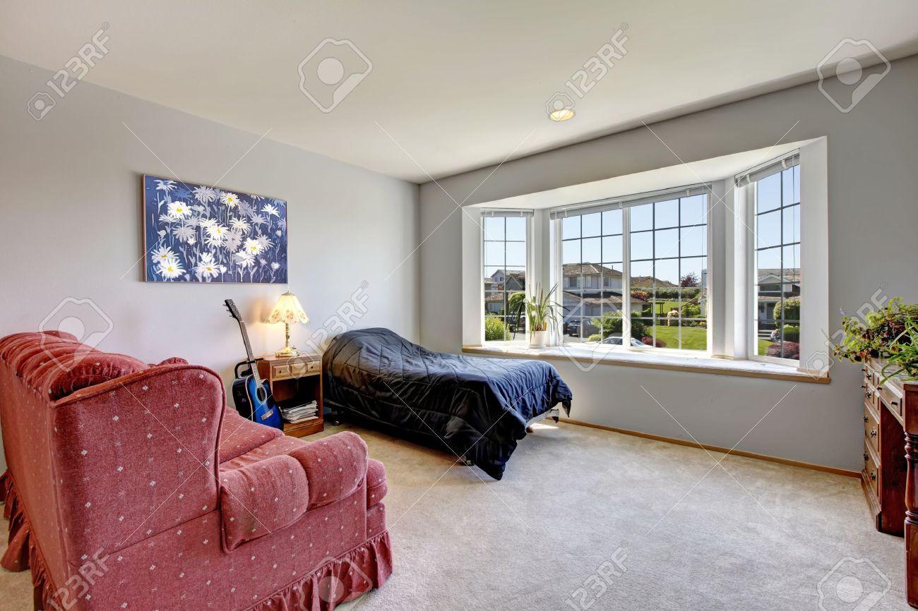 Full Size of Schlafzimmer Sessel Mit Groem Fenster Und Kleines Bett Stehlampe Gardinen Für überbau Teppich Hängesessel Garten Stuhl Led Lampe Betten Nolte Set Günstig Schlafzimmer Schlafzimmer Sessel