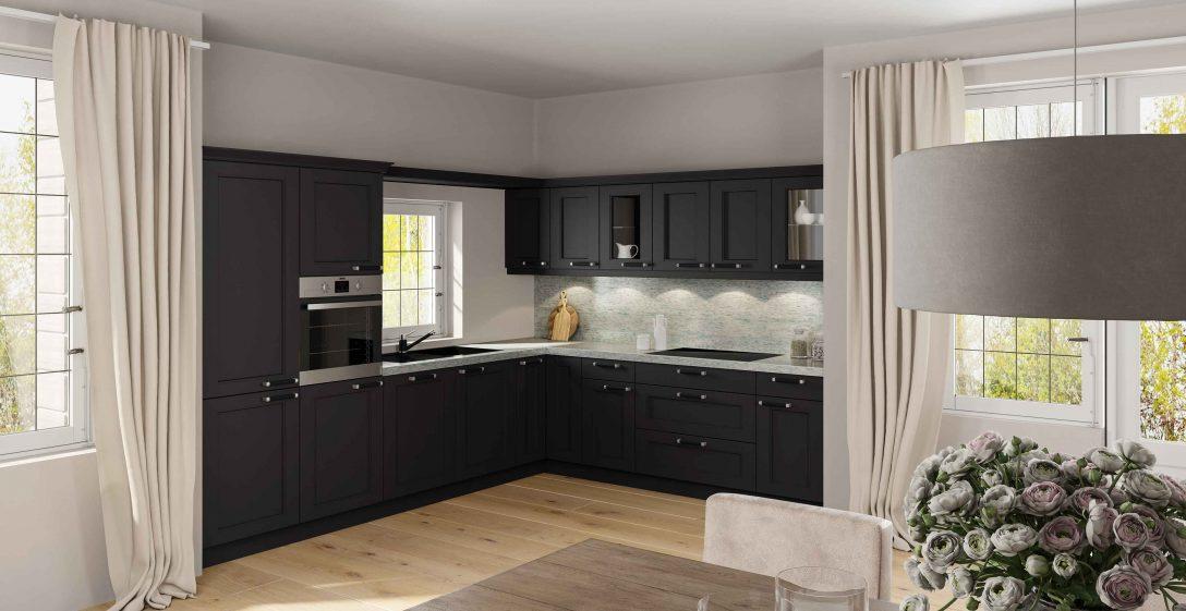 Large Size of Stilvolle Landhauskche In L Form Mit Granitarbeitsplatte Moderne Landhausküche Weiß Grau Weisse Gebraucht Küche Landhausküche