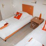 Weiße Betten Zwei Schlafzimmer Mit Nachttisch Und Lampe Rauch 140x200 Coole Bonprix Teenager Außergewöhnliche Ruf Japanische Tempur Billige Jugend Oschmann Bett Weiße Betten