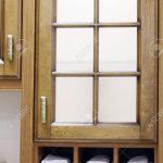 Stylish Wooden Cupboard With Shelves With White Towels In Kitche Küche Einlegeböden Küche