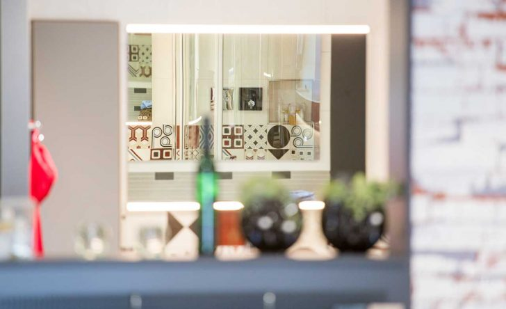 Medium Size of Wasserhähne Küche Mini Sitzecke Glasbilder Weiße Apothekerschrank Aufbewahrung Einbauküche Mit E Geräten Kaufen Einrichten Hängeschrank Treteimer Küche Fliesenspiegel Küche Selber Machen