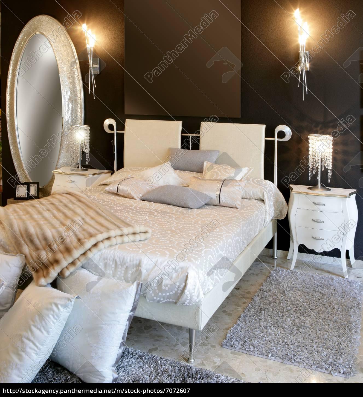 Full Size of Schlafzimmer Moderne Silber Ovale Spiegel Weies Bett Trends Betten Lattenrost Baza Bei Ikea 100x200 Buche Xxl 180x200 Jabo Mit Stauraum 140x200 Skandinavisch Bett Weißes Bett