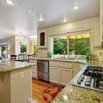 Granitplatten Küche Kche Mit Weiem Speicherkombination Und Kochinsel Schrank Ikea Miniküche Abfalleimer Beistelltisch Amerikanische Kaufen Günstig Grifflose Küche Granitplatten Küche