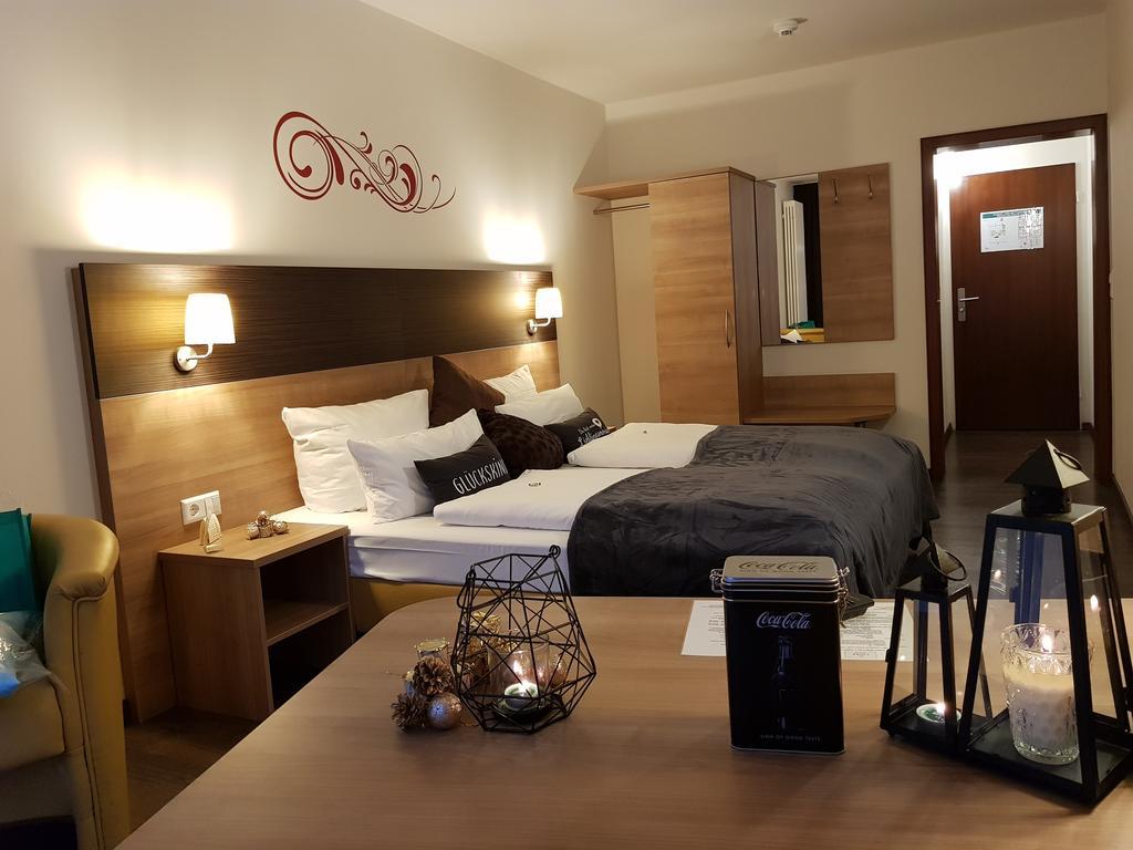 Full Size of Hotel Luise Mannheim Betten Massivholz Günstige Mit Matratze Und Lattenrost 140x200 Schubladen Möbel Boss Hohe Ikea 160x200 Ruf Rauch Luxus Kaufen Massiv Bett Betten Mannheim