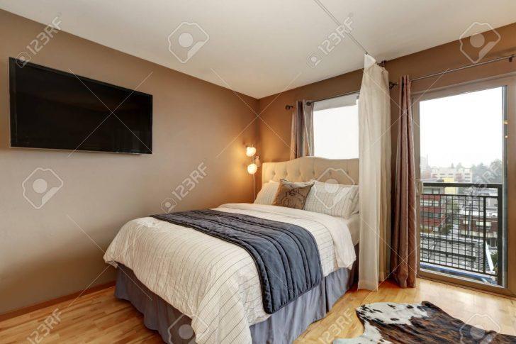 Medium Size of Bett Mit Gepolstertem Kopfteil Brown Schlafzimmer Interieur In Wohnung King Size Fenster Lüftung Balken Inkontinenzeinlagen Stauraum 140x200 Bett Bett Mit Gepolstertem Kopfteil