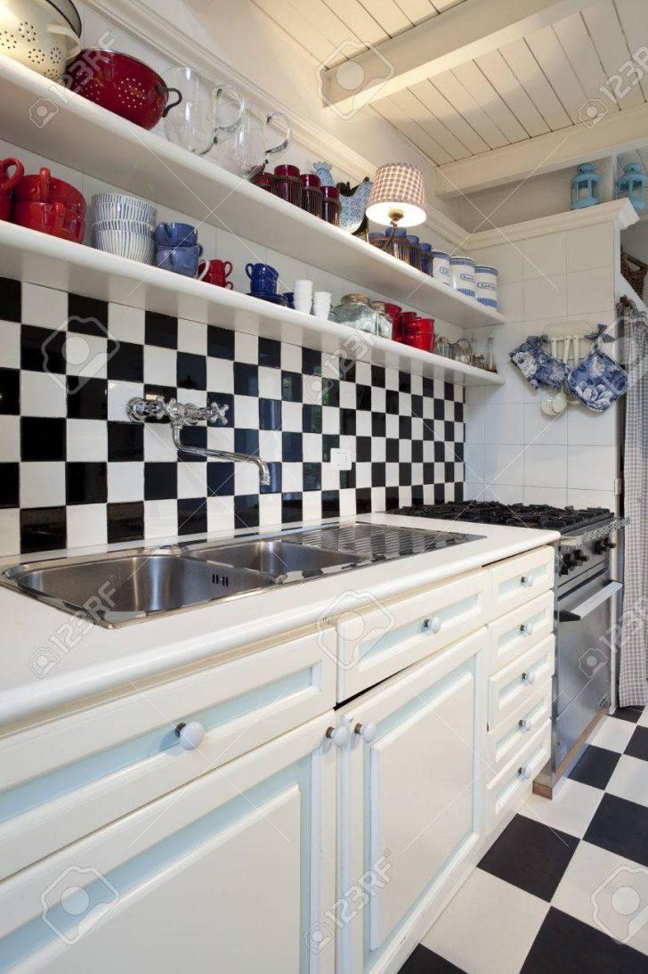 Medium Size of Chessboard Tiled Kitchen Interior Küche Fliesen Für Küche