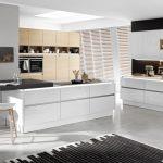Nova Lack 731   Weiß Hochglanz / Nature 565   Eiche Cognac Küche Grifflose Küche